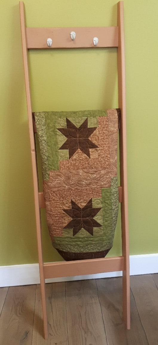 blanket ladder with quilt sample