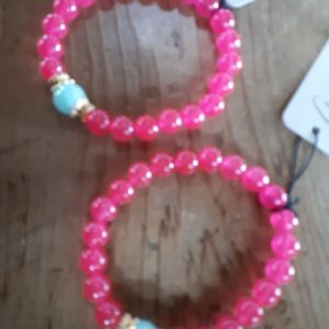 deep pink glass bead bracelt with turquoise accent